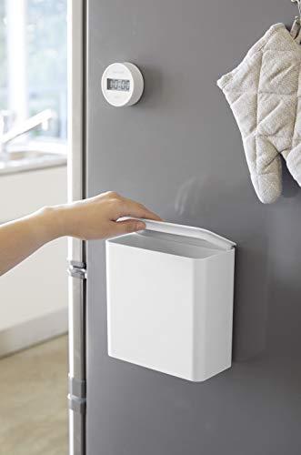 背面はマグネット仕様なので、冷蔵庫やマグネットがつくキッチンパネルにくっつけて使うこともできます。ゴミ箱としてだけでなく、ふりかけなどの粉末のストッカーとしても活躍。