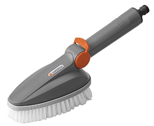 Oferta de Escobillón manual GARDENA: cepillo de limpieza Cleansystem, para la limpieza profunda de los muebles del jardín (5572-20)