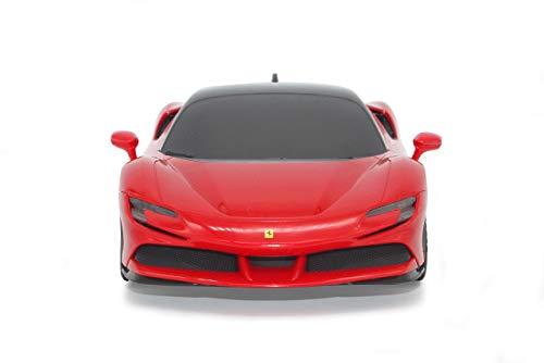 JAMARA 403124 - Ferrari SF90 Stradale 2,4 GHz 1:24 - offiziell lizenziert, bis zu 1 Stunde Fahrzeit bei ca. 9 Km/h, perfekt nachgebildete Details, hochwertige Verarbeitung