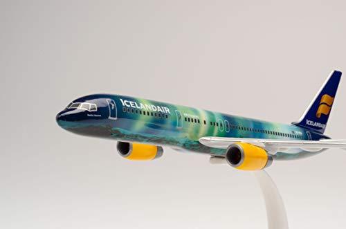 Herpa 610735 – Boeing 757 – 200 Icelandair Hekla Aurora Wings, modello aereo con piedistallo, modellismo, miniatura, pezzo da collezione, plastica, Snap Fit – scala 1:200