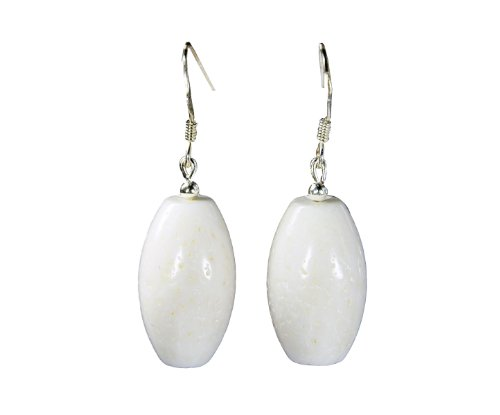 Ohrringe aus weißer Koralle in Fassform mit Ohrhaken aus 925er Silber