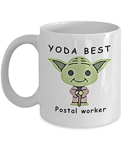 Yoda Best Postal worker Taza de café divertida Tazas de regalo novedosas para fanáticos Compañeros de trabajo Regalo de cumpleaños Aniversario San Valentín Papá Mamá Familia Navidad 11 oz
