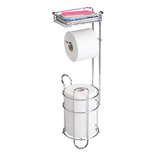 mDesign Portarrollos de papel higiénico con estante – Elegante dispensador de papel higiénico de metal – Porta rollos de pie con espacio para 3 rollos de papel higiénico – plateado