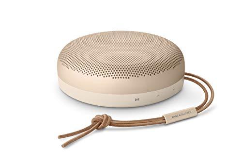 Bang & Olufsen Beosound A1 (2. Generation) – tragbarer, wasserdichter Bluetooth-Lautsprecher mit Mikrofon, Gold