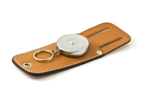 KEY-BAK Tradesman Porte-clé rétractable avec chaîne en acier inoxydable de 61 cm, devant chromé, pochette à outils en cuir véritable et boucle de ceinture de 4,4 cm