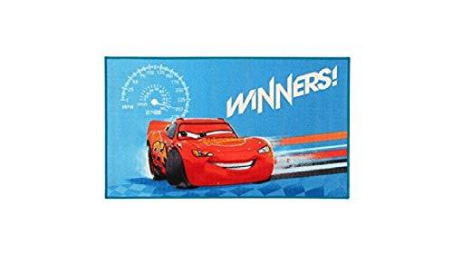 Compatible avec Cars – Bleu – Mc Queen – Winners – Tapis pour enfant env. 80 cm x 140 cm – Tapis design moderne pour chambre d'enfant – Tapis pour enfant – Tapis pour adolescent – Tapis avec un design exceptionnel qui fait entrer un véritable plaisir