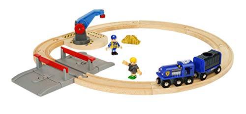 BRIO World - 33812 - Circuit Police - Coffret complet 17 pièces avec grue pivotante et passage à niveau - Figurines incluses - Circuit de train en bois - Jouet mixte dès 3 ans