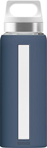 SIGG Dream Midnight, Glas-Trinkflasche mit Silikonhülle, 0.65 L, Hitzebeständig, BPA Frei, dunkel Blau