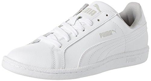 <p>Der Puma Smash Fun L Jr liegt mit seinem Tennis-Look absolut im Trend. Mit dem legendären Puma Formstripe und seinem soften Obermaterial aus Leder ist das ein klassischer Sneaker, der zu jedem Style passt.</p>, Weiß, 35.5 EU