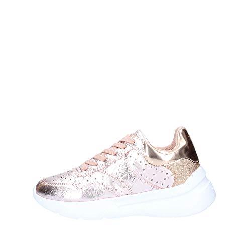 Guess Scarpe Sneakers Casual Donna Pelle Laminata Rosa con stellette Traforate. Fondo in Gomma Antiscivolo con Rialzo da 4cm. N.37