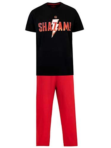 Pijama para hombres de Shazam. Este conjunto tiene una camiseta negra con el eslogan de SHAZAM en letras rojas y un gran rayo tras ellas. En conjunto con pantalones rojos de pretina elástica y ancho en las piernas para poder relajarte con comodidad ¡...