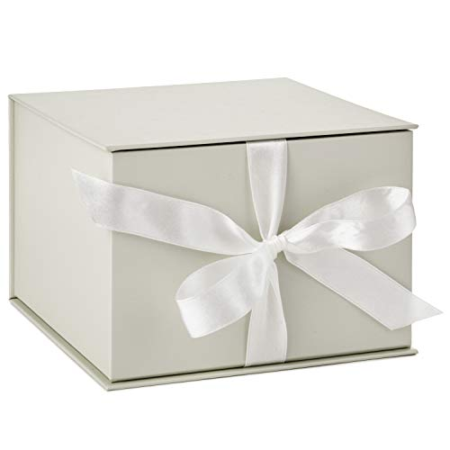 Hallmark 7' White Gift Box with Lid and Shredded Paper Fill for Weddings, Mothers Day, Bridesmaids Gifts, Engagements, Bridal Showers, Graduations, Christmas, Holidays, Birthdays and More