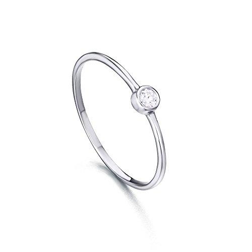 Anillo/Solitario con diamante talla redonda de 0,050 quilates (H-SI) en la parte central. Fabricado en Oro Blanco 18kt de LECARRÉ JOYAS.