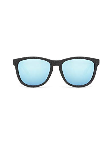 HAWKERS Gafas de Sol ONE Carbono, para Hombre y Mujer, con Montura Negra Mate con Trama y Lente Azul Claro Efecto Espejo, Protección UV400