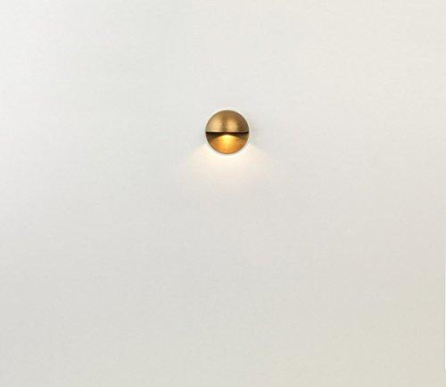 Astro extérieur wall-light. laiton ancien finition utilise un 2W LED IP65 classé. CLASSE iii. NÉCESSITE A 700mA courant continu Driver,ne pas inclus Ce produit peut être dimmed si à variation Driver