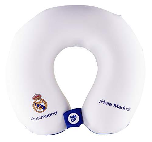 Real Madrid Cojín Cervical de Viaje - Producto Oficial del Equipo, Relleno con Espuma de Memoria, Acabado de Algodón, y Cierre con Botón para Asegurar su Posición