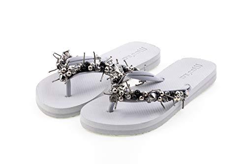 MOO´ILO Damen Sommer Zehentrenner Sandale 'Grey Sting' mit Strass Steinchen und Perlen (handgestickt) - Ultraweiche Strandsandale mit natürlicher
