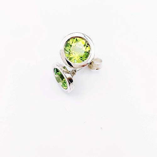 Handgefertigte Ohrstecker aus 925/- Silber mit einem Peridot Farbedelstein, Geburtsstein, Monatsstein August, Edelstein, strahlend grüne Steine, gefasst in glänzendem Silber