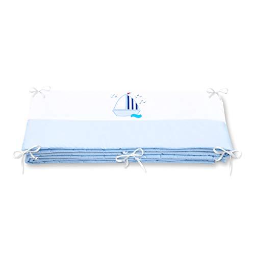 Amilian® Bettumrandung für Kinderbett Baby Nest Kopfschutz Nestchen Bettnestchen Baby Kantenschutz MIT STICKEREI (Hellblau/Weiß mit Segelboot, 360cm (für das Babybett 120x60cm- rundherum))
