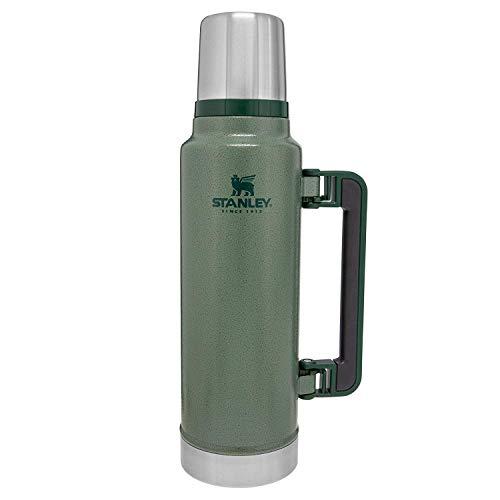Stanley Legendary Classic Vakuum-Thermoskanne 1.4L, Hammertone Green, 18/8 Edelstahl, Doppelwandige Vakuum-Isolierung, Auslaufsicher, Integrierter Thermobecher, Isolierkanne Trinkflasche