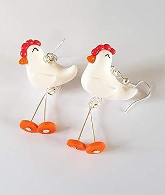 poules en boucles d'oreilles avec pattes qui bougent, poulette,cadeau rigolo,fimo,poules blanches