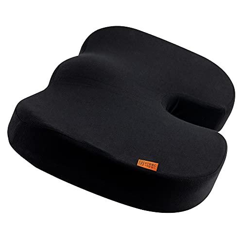 Ergonomisches Sitzkissen Stuhl - Bequem Sitzen im Büro und Zuhause - Entlastend für Rücken, Hüfte, Steißbein - Perfektes Sitzkissen für Bürostuhl und Co. - Premium Memory Foam Kissen von DYNMC YOU