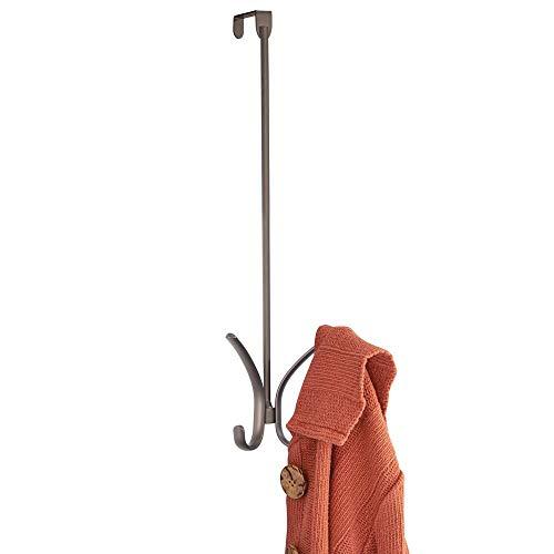 mDesign Colgador para puerta en metal – Perchero para puerta colgante con 4 ganchos para ropa – Práctico cuelga ropa para chaquetas, bolsos o toallas – color bronce