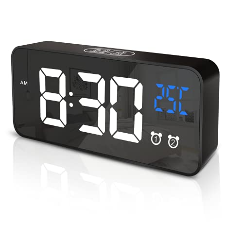 APKYO Digitaler Wecker, Tragbarer Reisewecker mit LED-Anzeige, Desktop-Uhr mit 13 Klingeltönen, 4 Einstellbare Helligkeit und Lautstärke, Schlummer Doppelalarmfunktionen, USB-Aufladung, 12/24 Stunden