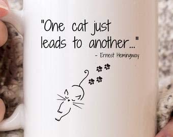 Taza de gato divertido con frase de Ernest Hemingway, regalo para amante de gatos, gato loco señora, gato mamá, gato papá, taza del día del padre