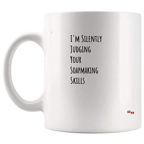 Tazza da sarcasmo Esilarante tazza di caffè - Amico Tazze di compleanno che giudicano silenziosamente le tue abilità di produzione di sapone Regalo significativo per la mamma Papà