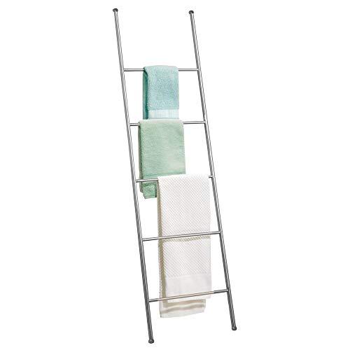 mDesign Toallero escalera de metal inoxidable – Práctico mueble toallero para toallas de mano, toallas de ducha y más – Modernos toalleros de pie con 5 barras – plateado mate