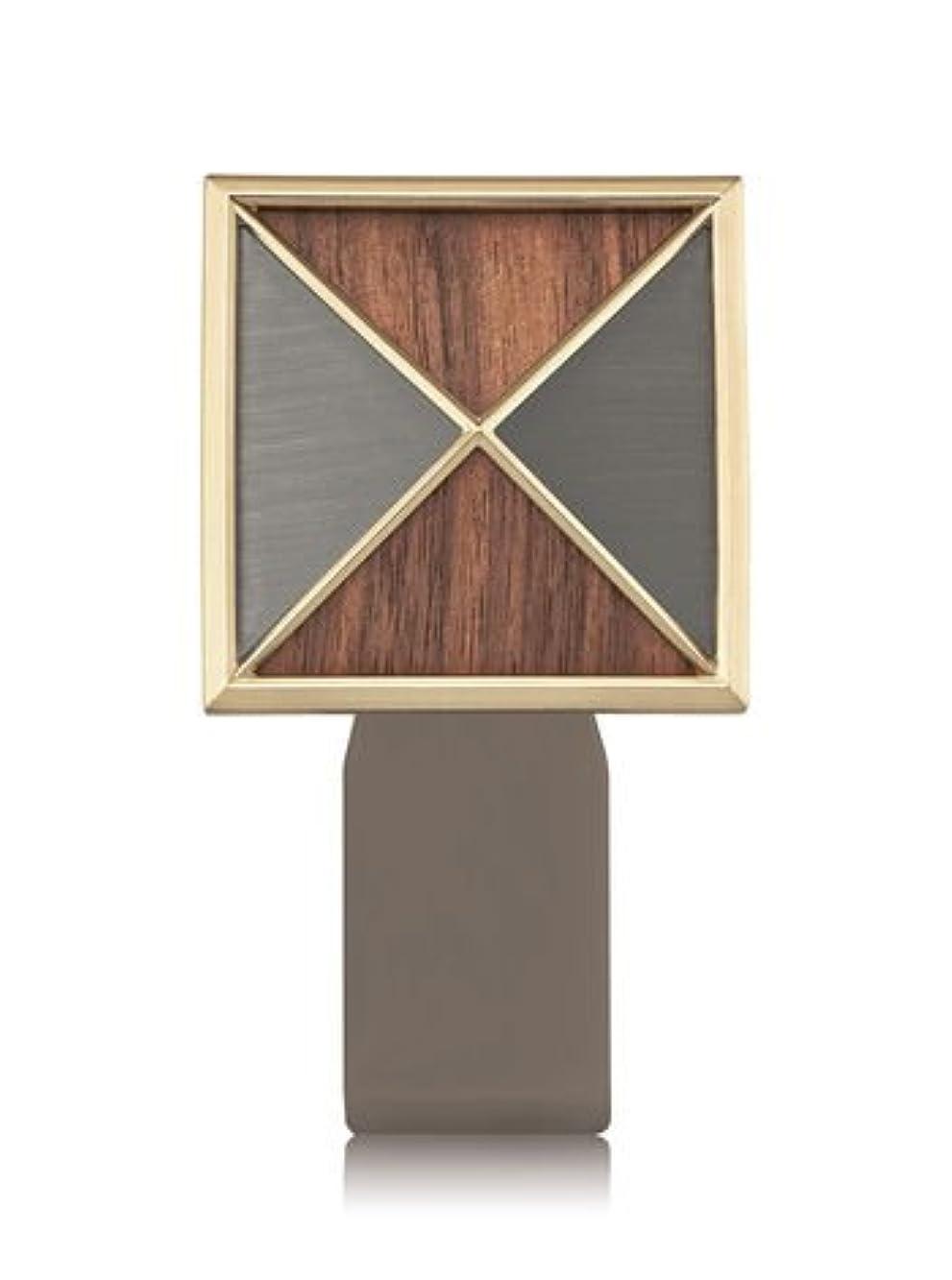 オーバーコート逆さまに空いている【Bath&Body Works/バス&ボディワークス】 ルームフレグランス プラグインスターター (本体のみ) テクスチャーシールド Wallflowers Fragrance Plug Textured Shield [並行輸入品]