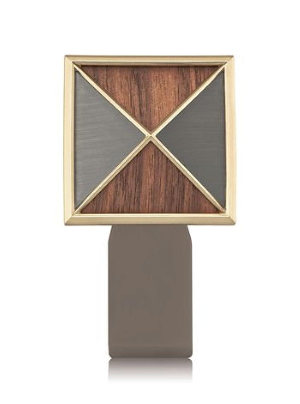 の間で深遠乗算【Bath&Body Works/バス&ボディワークス】 ルームフレグランス プラグインスターター (本体のみ) テクスチャーシールド Wallflowers Fragrance Plug Textured Shield [並行輸入品]