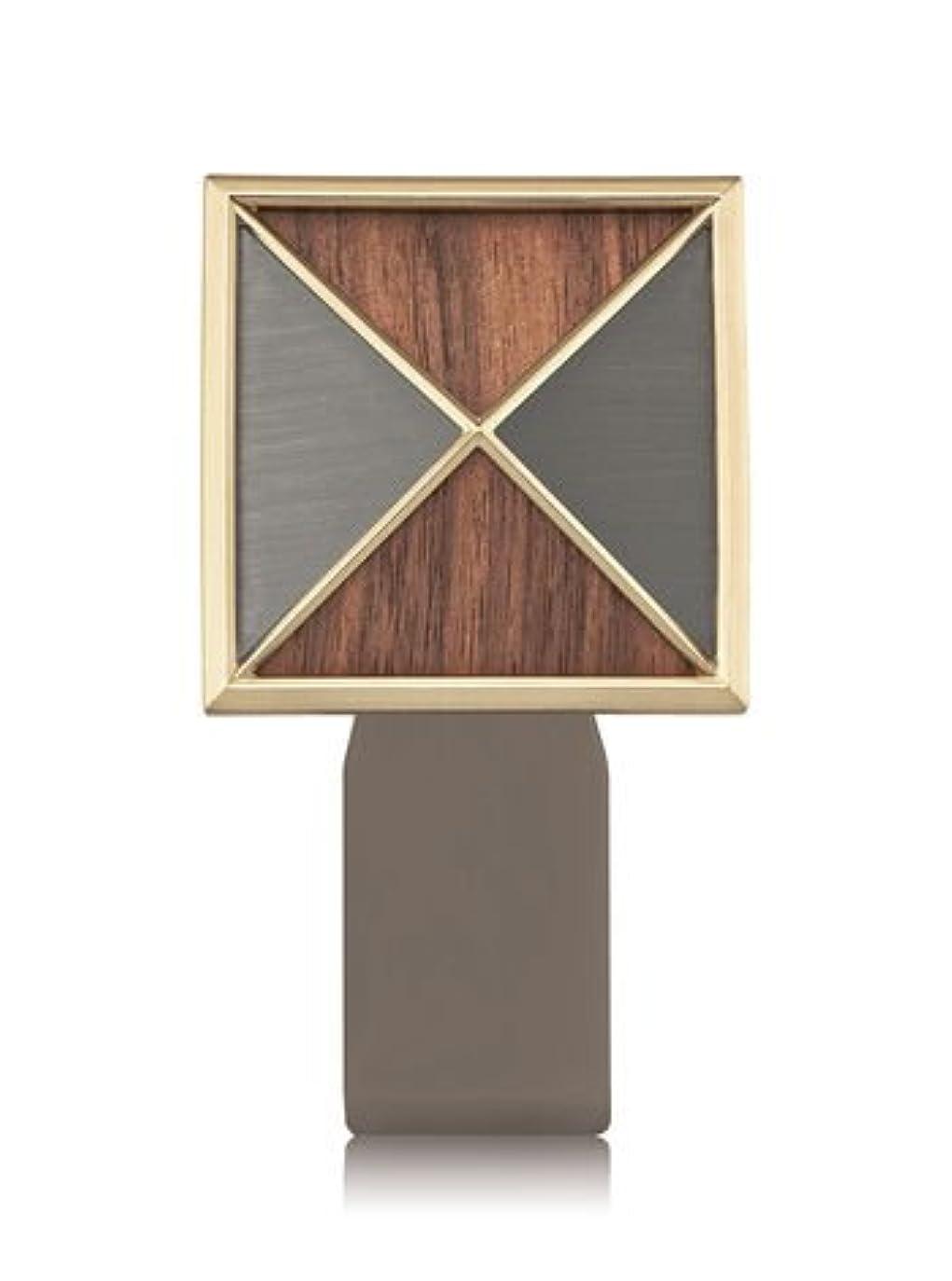 吸収計り知れない忌まわしい【Bath&Body Works/バス&ボディワークス】 ルームフレグランス プラグインスターター (本体のみ) テクスチャーシールド Wallflowers Fragrance Plug Textured Shield [並行輸入品]