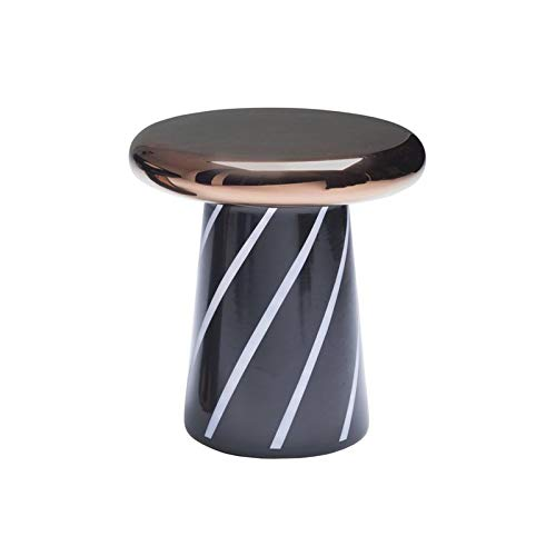Gekleurde stoel in de vorm van Fungo, ook als salontafel, klein, creatieve decoratie, geometrische motieven, stoel van kunststof, versterkt met vezel.