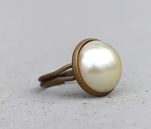 Basic Ring ~ mit cremeweißen Glasstein ~ größenverstellbarer Ring