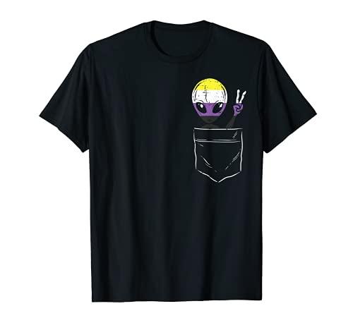 Allien In Pocket Waving LGBTQ Non-Binary Flag Genderqueer Camiseta