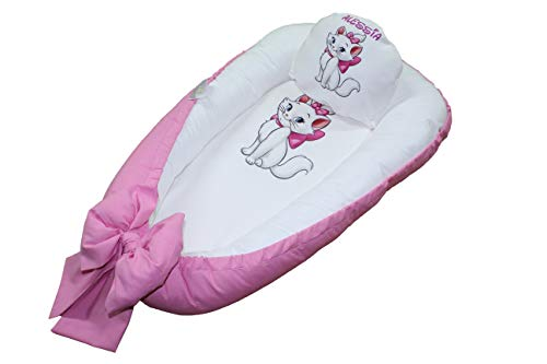 Next To Me - Funda reductora de cuna para bebé con nombre y diseño personalizado (rosa 2)