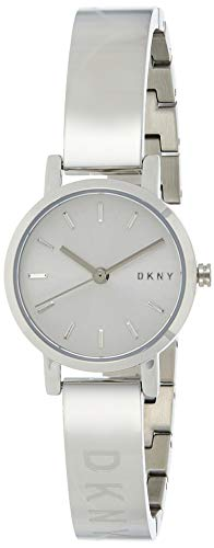 DKNY Soho Reloj de tres manecillas con correa de acero inoxidable tono plata para mujer NY2306