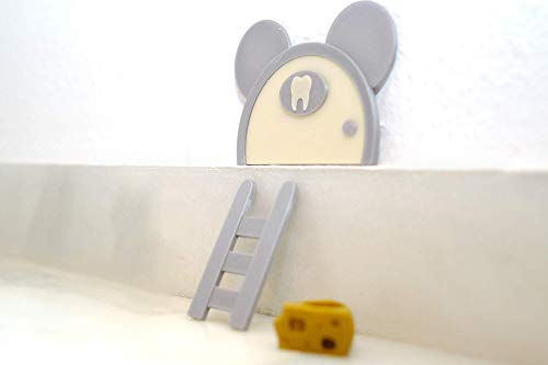 Puerta Ratoncito Pérez con escalera y queso. Hecho en España