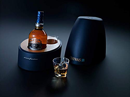 Chivas Regal Gold Signature Blended Scotch Whisky 18 Jahre – Limitierte Pininfarina Edition – Exquisites Geschenkset mit zwei Whiskytumblern in luxuriösem Design – 1 x 0,7 L
