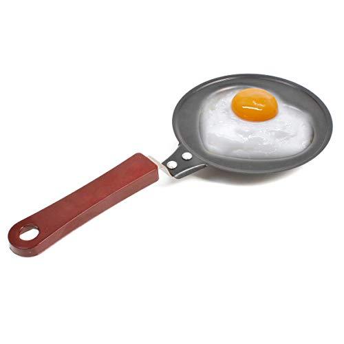 GOODS+GADGETS Bratpfanne mit Herz-Form, Mini Eier-pfanne Aus Edelstahl Mit Antihaftbeschichtung für romantische Frühstückseier