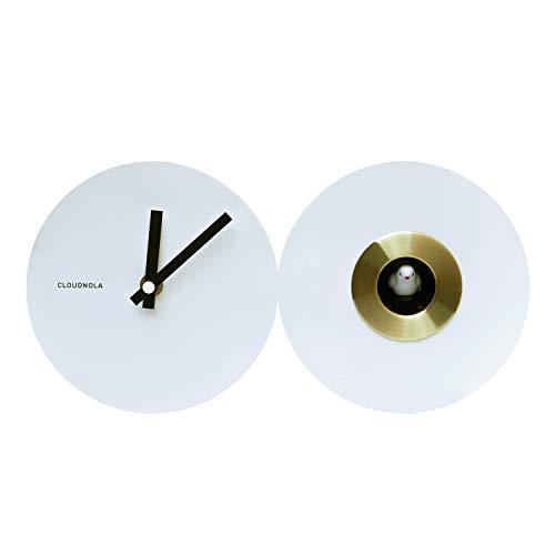 Cloudnola Cuckoo Kuckucksuhr aus Stahl, Weiß und Gold - 30 cm breit - Uhr mit Vogelstimmen - Moderne Wanduhr ohne Ticken, Batteriebetriebenes Quarzuhrwerk - Designer Standuhr