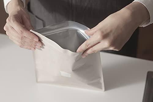 アルミ挟んだ三層構造の保存袋は、空気をきっちりと遮断してくれるからパンの水分を逃しません。ラップやアルミホイルで包まなくても、臭い移りや乾燥を防いでくれます。