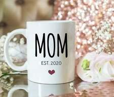 N\A Mom EST. Regalo Personalizado para Baby Shower, Taza para Baby Shower, Taza de café para mamá, bebés, año Nuevo, Halloween, Grandes Fiestas, Regalos de cumpleaños, 11 oz