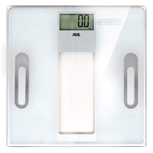 ADE Körperanalysewaage BA 1301 Tabea. Extra flache digitale Personenwaage mit Wiegefläche aus Sicherheitsglas zur präzisen Analyse von Gewicht, Körperfett, Körperwasser und Muskelmasse. Weiß/Silber