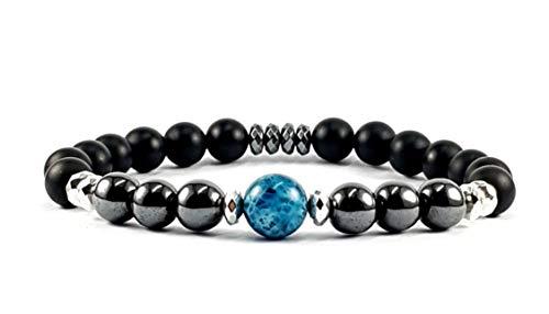TOTEM Bracciale uomo ,braccialetto uomo con pietre naturali di onice nero ed ematite da 8mm,con pietra centrale di apatite blu da 10mm, diametro circa 20 cm. Sacchetto in tessuto richiudibile.