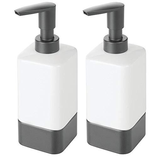mDesign Juego de 2 dosificadores de jabón para baño o cocina – Dispensador de jabón de cerámica, plástico y metal – Accesorios de baño recargables para jabón, loción o aceites – blanco/gris antracita