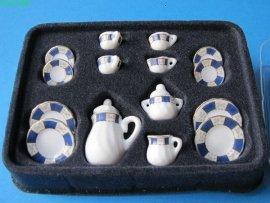 CREAL SàRL Kaffeeservice Porzellan blau/Weiss Rosendekor 17 Teile Puppenhaus Miniatur 1:12