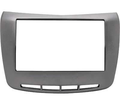 Mascherina autoradio 2 DIN colore Silver, adatta solamente per versioni SENZA navigatore di serie. Vedi sezione descrizione per compatibilità veicoli.